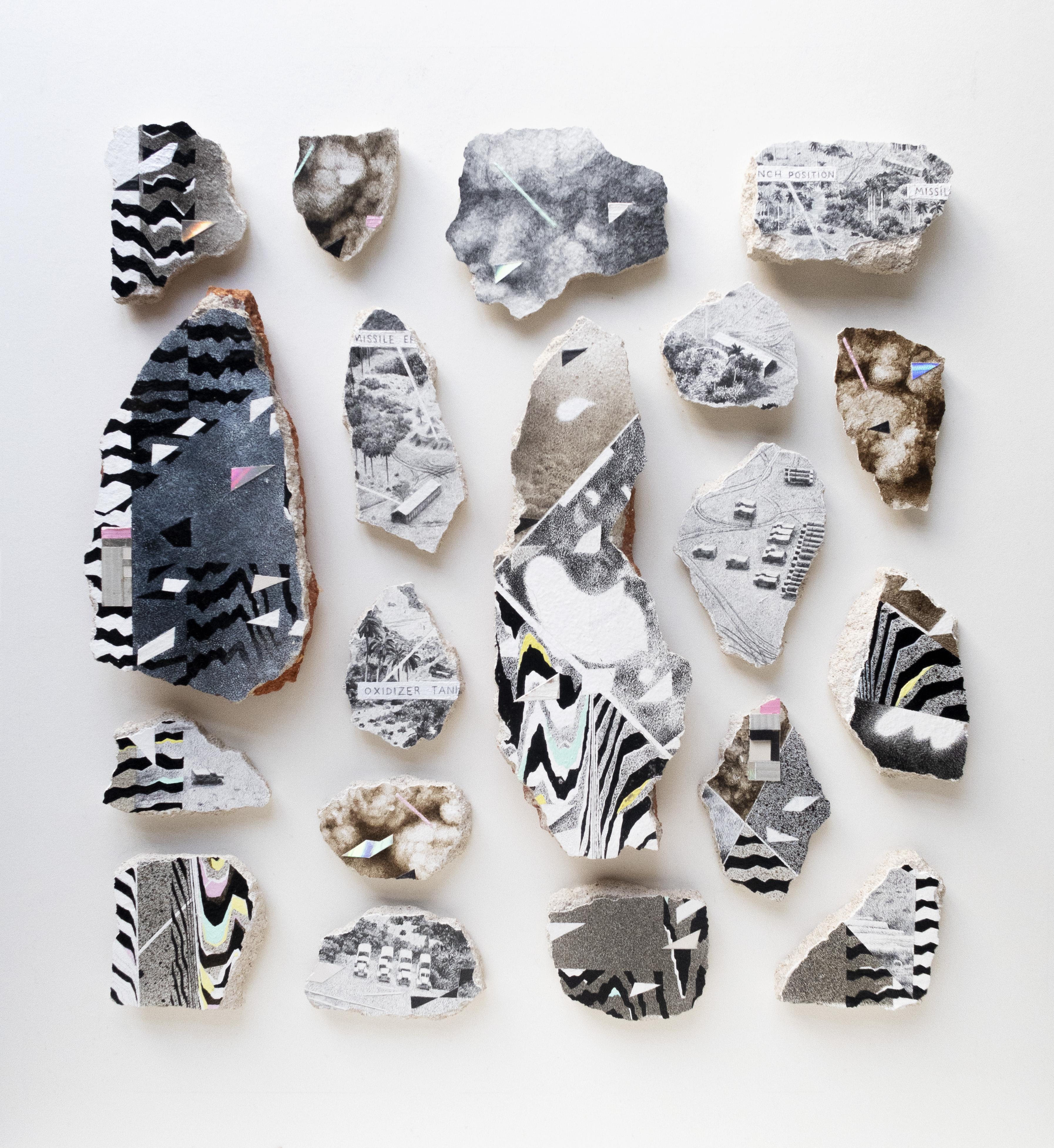 El accidente original, 2021. Acrílico, collage, tinta, grafito y spray sobre fragmentos de pared. Medidas variables.
